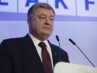 В Давосе журналистка в вышиванке провоцировала Порошенко