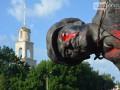 В Славянске Правый сектор снес памятник Ленину