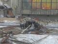Сильный ветер в РФ сносит людей, срывает крыши с домов и разворачивает самолеты