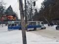 В Черкассах троллейбус соскользнул с дороги на обочину