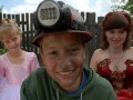 Подростка, снявшегося в документальном фильме о детском труде на шахатах, избили битами