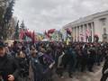 Под Верховной Радой требуют импичмента Порошенко