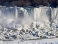 Знаменитый Ниагарский водопад превратился в горы льда