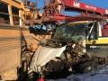 В Канаде столкнулись школьный автобус и автокран
