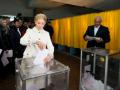 Как голосуют политики: Порошенко и Кличко с женами, а Тимошенко - в белом