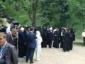 На Владимирской горке завершился молебен, в ходе которого чуть не произошла стычка между милицией и паломниками