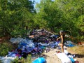 На Днепропетровщине вывалили в лесу фуру секонд-хенда
