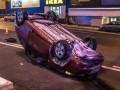В Киеве Chevrolet сбил бетонные блоки и перевернулся