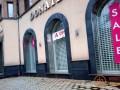 Пустые витрины и финальные распродажи: как изменились популярные бутики в Донецке