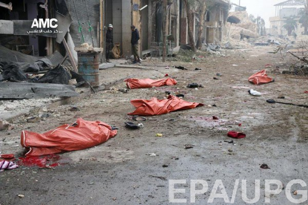 Убитые люди в Алеппо в результате авиаудара в ноябре 2016 года