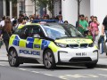 В Лондоне мужчина с отверткой напал на двух полицейских