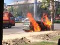 В Киеве напротив кафе горит автомобиль