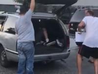 Находчивый таксист в Одессе перевозил пассажиров в багажнике
