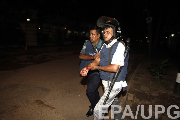 Полиция освободила заложников в Бангладеш