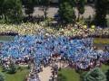 Выпускники в Днепропетровске сложили государственный флаг из воздушных шаров