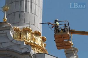 В Киеве впервые за всю историю помыли Монумент Независимости