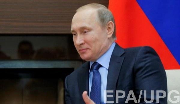 Путин заявил Макрону, что Навальный мог отравиться сам