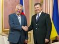 В Киеве Янукович проводит закрытую встречу с президентом Чехии