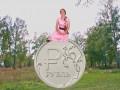 Рубль за доллар: Сеть рассмешила песня о непобедимом рубле