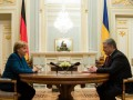 Порошенко назвал главную тему встречи с Меркель