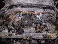 В Киеве неизвестный поджег внедорожник и сбежал