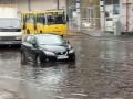 Утонувшие авто и буйные реки: Киев затопили осенние ливни