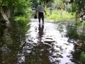 В Днепре затопило дорогу водой из метрополитена