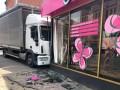 В Кропивницком  неуправляемый грузовик врезался в салон красоты