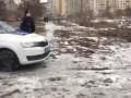 Украл макулатуру: В Киеве дворник подстрелил бездомного