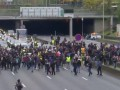 В Париже протестуют в годовщину