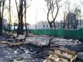 Киевский Мариинский парк после Антимайдана: горы мусора и поваленные столбы