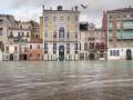Мэр Венеции хочет занести город в