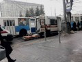 У винницкого троллейбуса лопнуло колесо: Три пассажира в больнице