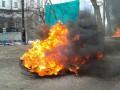 Под Кабмином зажгли шины, милиция вмешалась и провела задержание