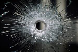 Мужчина открыл стрельбу по детской площадке