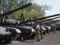 Разведка заметила эшелоны с российской техникой и боеприпасами