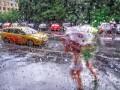 Погода на День Конституции и выходные: синоптики обещают грозовые дожди