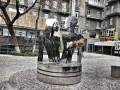 Возле метро Крещатик в Киеве появилась новая скульптура