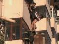 Пара китайских влюбленных провисела за окном 20 минут (ВИДЕО)