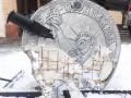 В Черновцах грузовик разрушил Памятник неизвестному коррупционеру