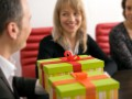 Табу на кастрюлю: Что нельзя дарить сотрудницам на Новый год