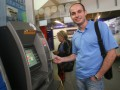 Корреспондент: Раскрыли карты. Украинцы массово переходят на платежные карты