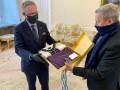 Президент Польши поблагодарил Зеленского за вышиванку