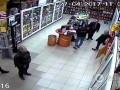 В Киеве неизвестные захватили два магазина - СМИ