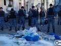 Активисты призывают главу МВД наказать милиционеров за избиение девушки на акции в центре Киева