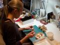 Шведская художница превращает старые книги в произведения искусства