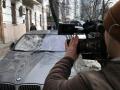 В центре Киева огромная сосулька разбила BMW