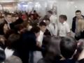 Россияне устроили давку в очереди за бесплатным мороженым