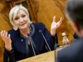 Евро будет стоить меньше доллара в случае победы Ле Пен - СМИ