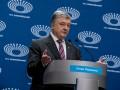 Люди массово забирают деньги из Международного инвестбанка Порошенко